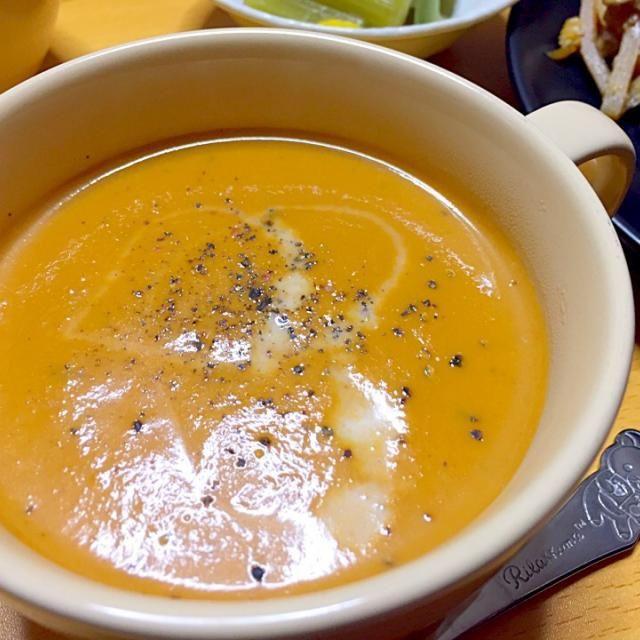 エビガラを炒めて砕いて煮込んでお出汁を取る。。エビの香りに包まれる至福の時間です(笑) - 9件のもぐもぐ - 猛者エビの殻でとった出汁で、海老のビスク by aiai0812SxV