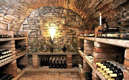 Pěkné regály na víno :-)