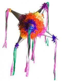 Las piñatas constituyen un elemento central de los cumpleaños y otros eventos festivos de celebración. Los niños tratan de romperlas para disfrutar el botín de caramelos y otros regalos que llevan oculto en su interior.