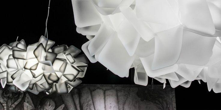 Slamp, fondata nel 1994 da Roberto Ziliani, subito si pone l'obiettivo di creare oggetti di illuminazione innovativi e mai visti nella storia del design italiano, con la definizione di nuovi materiali, dal design altamente riconoscibile.