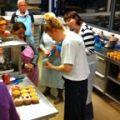Gezellige workshops in de banketbakkerij. Taarten maken, cupcakes decoreren, korstdeeg verwerken en chocolaatjes en bonbons maken.