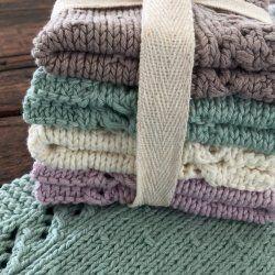 Det er vinter, og derfor skal det handle en hel masse om hygge. Strikketøj, dét er hyggeligt - så hyggeligt at det næsten ikke er til at beskrive :) Jeg elsker at strikke karklude, både fordi det er hurtigt og nemt at sidde med, fordi det er sjovt at få afpr&....