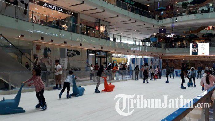 Bingung Cari Tempat Liburan Nyaman dan Dingin di Surabaya? Main Ice Skating di Grand City Aja!