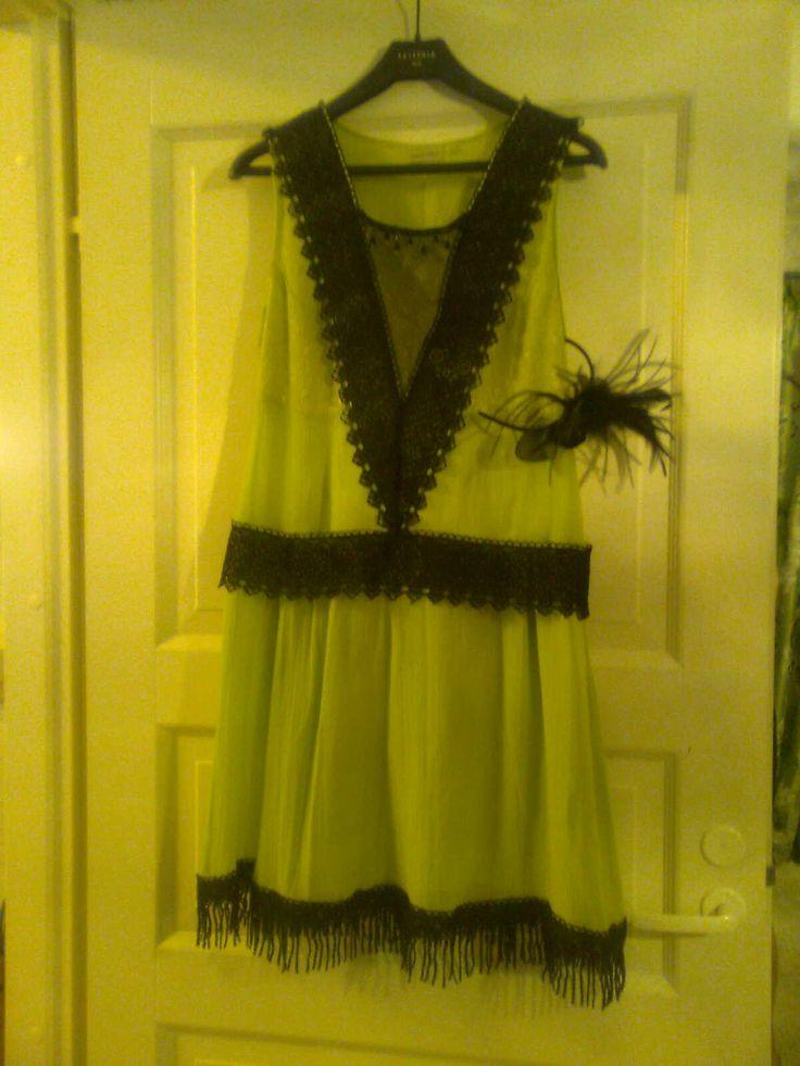 tuunattu  pitemmästä mekosta 20-luvun bileisiin