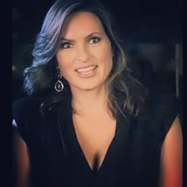Olivia Benson is the hottest cop ever existed *sobbing*  I'm okay   #mariskahargitay #oliviabenson #svu #hottie #imcrying #slayinghard #flawless #queen #beautiful #cutie #sexy #imweak #callabus