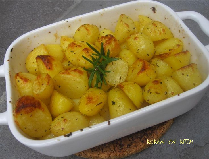 Nodig: 500 g krielaardappeltjes olijfolie peper & zout rozemarijn (eventueel van O&V) Hoe? Schil, kook of stoom de kr...