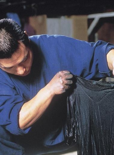 SHIKOKU* Tokushima // Le musée de l'indigo situé à Itano non loin de Tokushima, retrace en détails toute la tradition de l'indigo, de la culture de l'indigotier à la teinture du tissu. Le musée propose aussi aux visiteurs de s'adonner eux-mêmes à la teinture pour 500 円 minimum, idée simple et originale pour ramener un souvenir de la ville du bleu indigo. 172 Aza Maezunishi, Tokumei, Aizumi-cho, Itano-gun ; bus 29 à la gare de Tokushima, Descendre à Higashinakatomi. ; tlj. sauf mardi de 9h à…