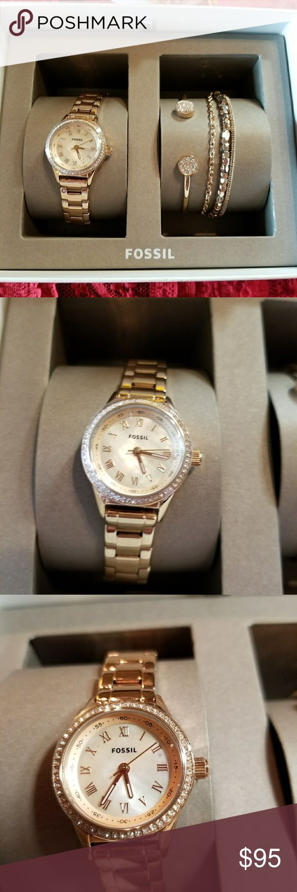 Fossil rosegold diamond studded ladies watch •Fossil rosegold diamond studded ladies watch with bracelets Fossil Accessories Watches