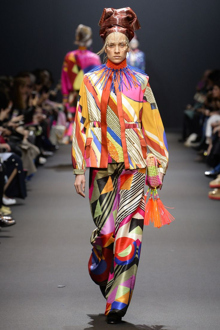 Manish Arora Fall 2017 Ready-to-Wear Fashion Show look 17 Sonya Delaunay in mild Acid