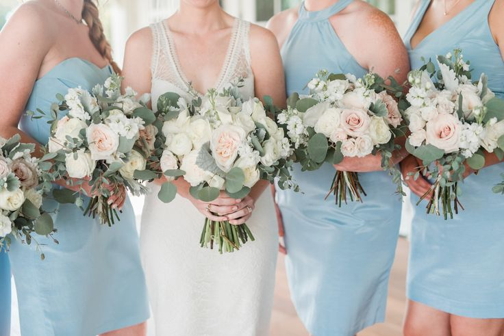 light blue southern bridesmaids dresses and bouquets upper shirley vineyards richmond virginia southern wedding photo