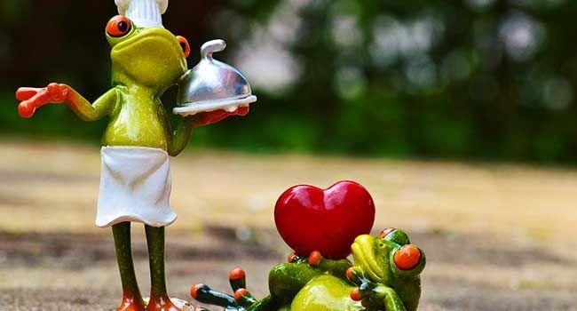 Conquistare con gli occhi e con il palato, un menù vegano con una nota cromatica tipica dell'amore.
