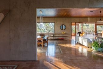 Colours from the surrounding landscape continue throughout the inside of the home