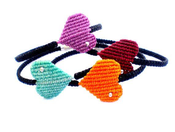 Bracelets macrame. Bracelets with heart. por asmina en Etsy