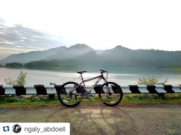 #Repost @ngaly_abdoell  Keren banget ooooom.. ajak mimin doooong :3  Pacific MTB 26 Invert XTR #gowes #pacificbicycles #explore #kebumen #pacificbikes #pacificbikerider #sepeda #sepedagunung #bersepeda #gowes #hardtail #mountainbike #mtbindonesia #crosscountry