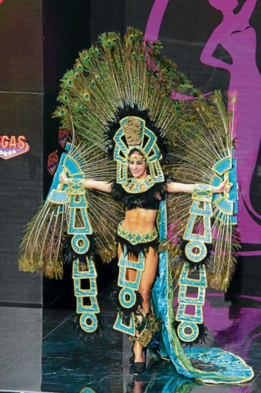 Espléndido show en trajes típicos - Diario El Heraldo