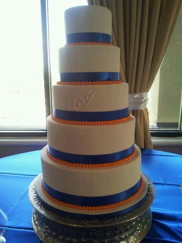 Florida Gator inspired wedding cake (J'aime Caakes LLC)