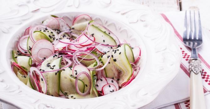 Recette de Salade minceur festive de crudités à la japonaise. Facile et rapide à réaliser, goûteuse et diététique.