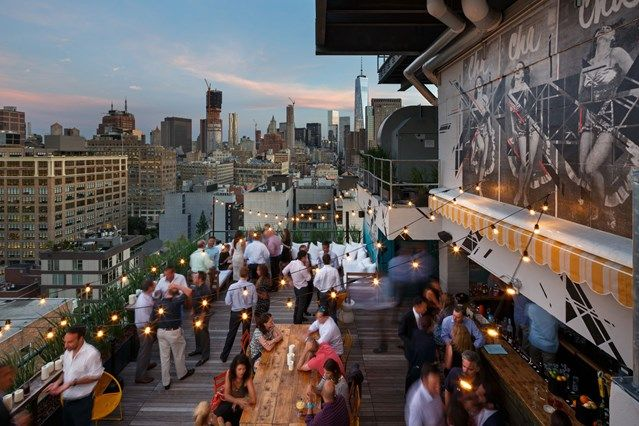 While many of Manhattan's coolest hangouts are underground, in summer in-the-know natives head up to the city's smartest rooftops. Here's where to find the best rooftop bars in New York