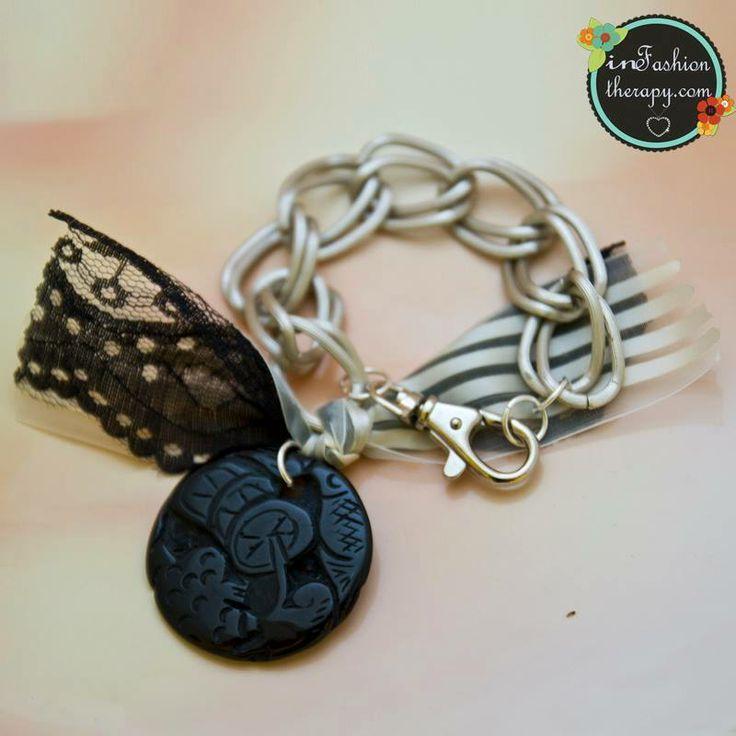 Vintage bracelet... http://infashion-therapy.com/jewelery/bracelets/779/braxioli-black-cicle-778-detail