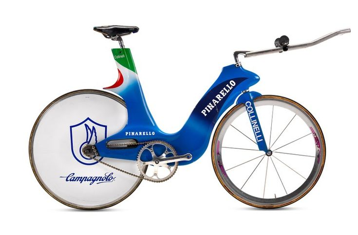 1996 Andrea Collinelli - Pinarello Parigina Carbon Atlanda Olympics: Pinarello is Gold Medal! 1996 is the year of Olympics in Atlanta. Italian track team is supported by Pinarello. The Gold medal arrives thanks to Andrea Collinelli and his Parigina, an evolution of Indurain's Espada, which helped the rider two years before to win the Hour Record. The young Collinelli flies on his Pinarello and writes the history of Olympics!