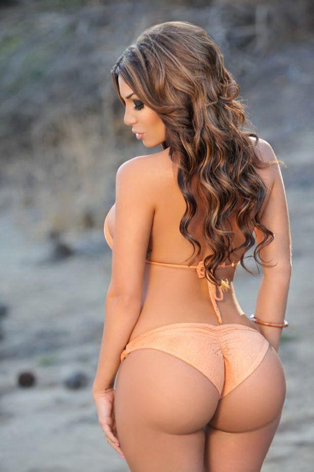 Wet yellow bikini model with great ass nude