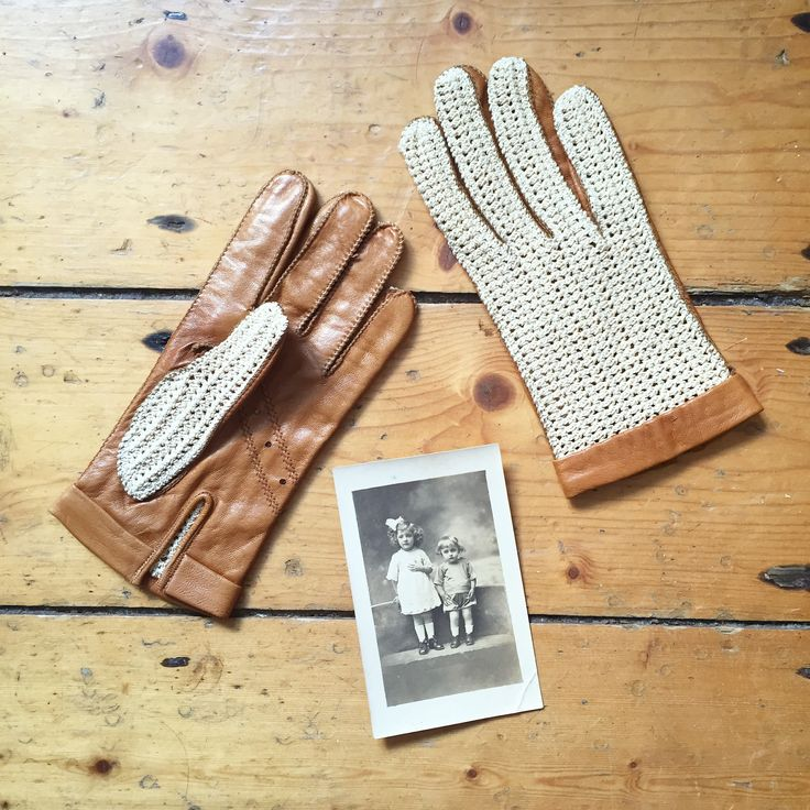 Beautiful french driving gloves made of leather and crocheted cotton