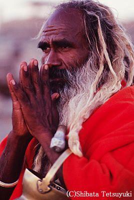 ナマステ(नमस्ते [namaste])の意味は、 尊敬の対象としてあなたを認識しています