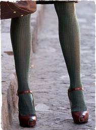 Chaussures + bas: Colored Tights, Colors Combos, Fashion Shoes, Style, Sweaters Tights, Grey Tights, Colors Tights, Peeps Toe, Heels