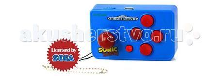 Sega Игровая консоль Genesis Nano Sonic 10 игр  — 590 руб. —   Игровая консоль Sega Nano - это новый уникальный продукт на рынке не имеющий аналогов. Консоль выполнена в виде небольшого брелока, который можно повестить на ключи или на задний карман рюкзака. Сама консоль внешне похожа на небольших размеров джойстик (шутка ли, джойстики Sega Fire Joy по размеру больше, чем эта приставка), выполненный в ярком фирменном цвете Соника с соответствующей надписью: Sonic The Hedgehog.  В память…