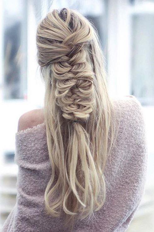 Half Updo Fishtail Braid <3 @inspobyelvirall is wearing her Ash Blonde #LuxyHairExtensions for length and volume.