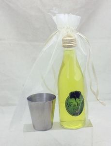 Detalle Boda Botellita cristal con licor hierbas y chupito de metal en Bolsa Organza para regalo invitados #Grandetalles