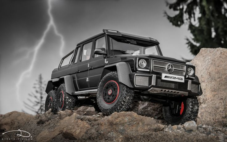 Mercedes-Benz G63 AMG 6x6 - model made by AUTOart in 1:18th scale.