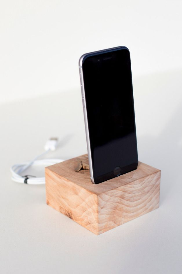 Ladestation aus Holz // wooden dockingstation for mobile phone via DaWanda.com // 40€