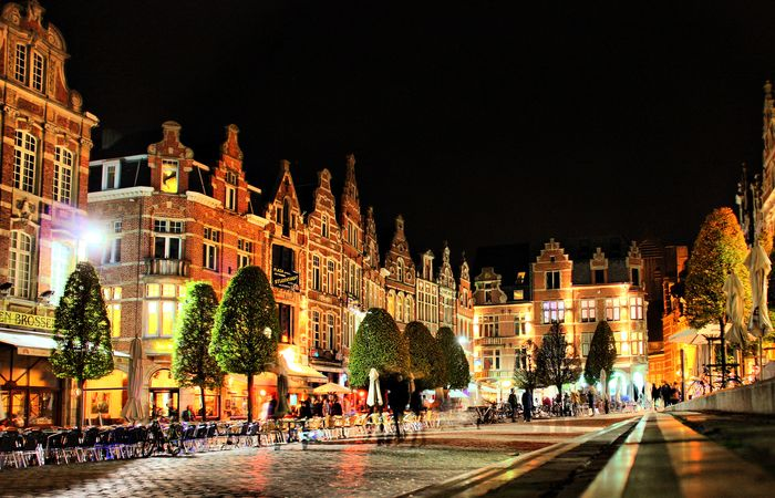 """Leuven is widely known as it harbours one of the oldest universities in Europe, founded in 1425. Leuven counts approximately 100.000 inhabitants, and, on top of that, almost 40.000 students. Most of them live in Leuven during weekdays causing, a huge drop in the average age of people populating the streets and resulting in a crowded, popular night life, with more than 170 cafés and 150 restaurants. Leuven is home to the """"longest bar in Europe""""aka the longest seriesof connecting cafes."""