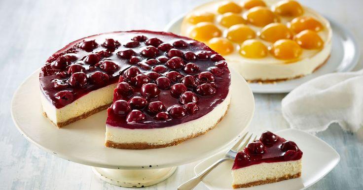 Den legendariske ostekage med den nemme sprøde kiksebund og kirsebær i gelé kan den dag i dag gøre mange bløde i knæene.