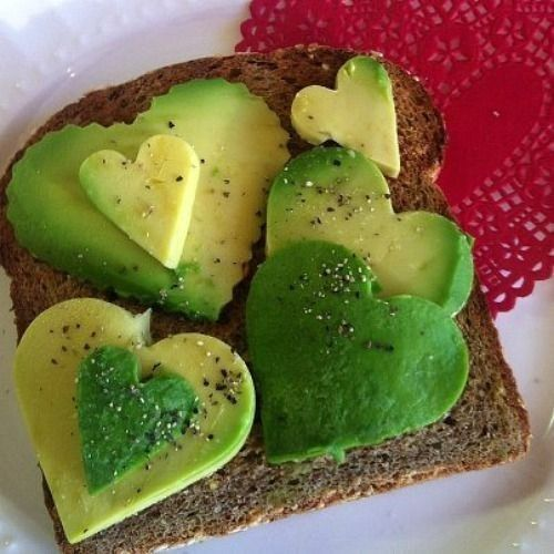 Toast with avocado-shaped heart - Antipasto con avocado