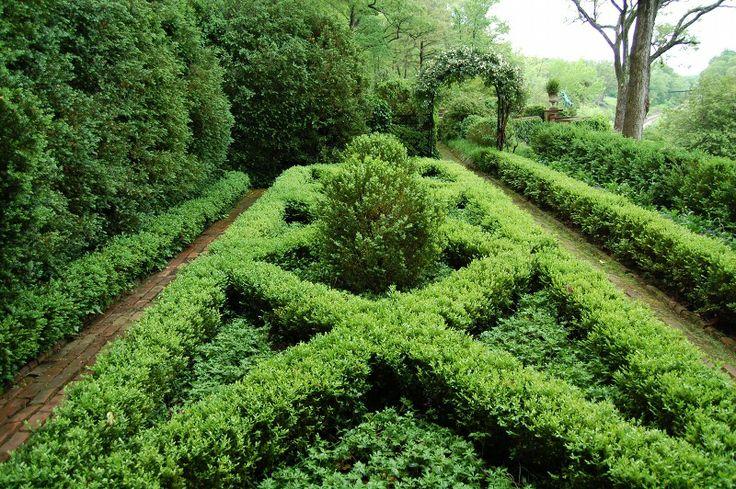 68 best images about parterre gardens on pinterest for Parterre vegetable garden design