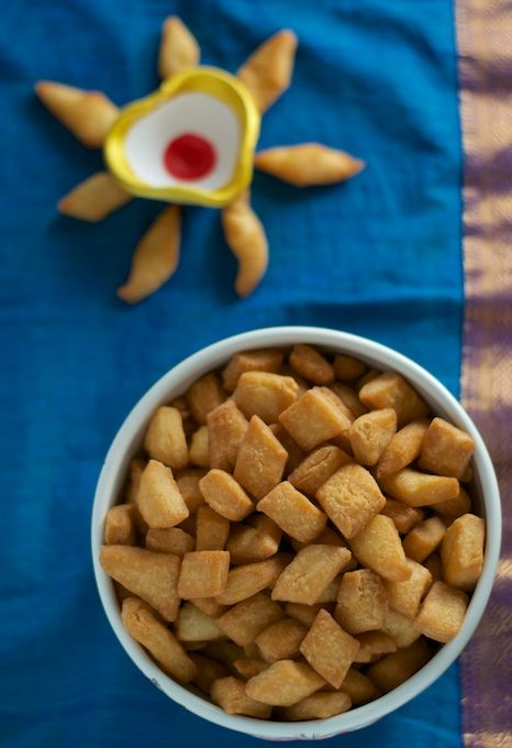 A super simple and easy recipe to make Shakarpara (Shankarpali) at home and in less than 30 minutes!