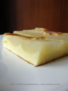 Un gâteau tout frais et léger, qui fond dans la bouche, la culpabilité en moins... Pour 8 personnes 200g de fromage blanc 0% 3 oeufs 50g de sucre 40g de farine 1/2 sachet de levure chimique 1 grosse boîte de poires au sirop Préchauffer le four à 180°....