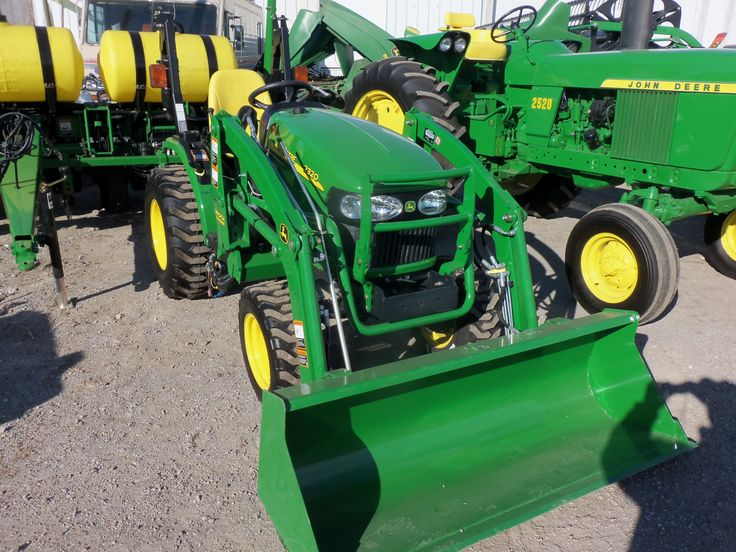 John Deere 2320 with 200CX loader