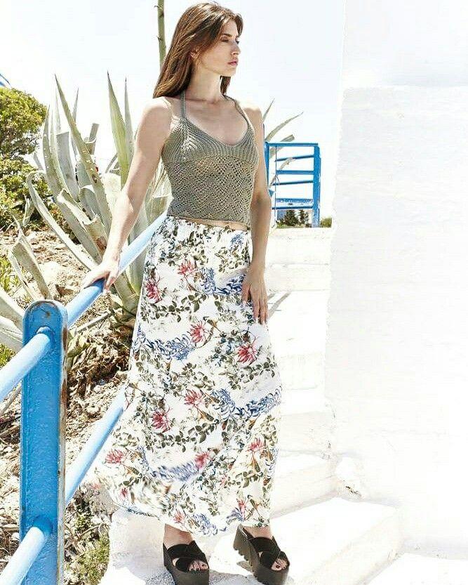 Όμορφη καλοκαιρινή Δευτέρα! Επιλέξτε μια μάξι φλοράλ φούστα σε συνδυασμό με ένα πλεκτό τοπ ~ Το must have outfit για τις διακοπές σας και όχι μόνο! 🌸  #labelle #fashion #summer #collection #outfit