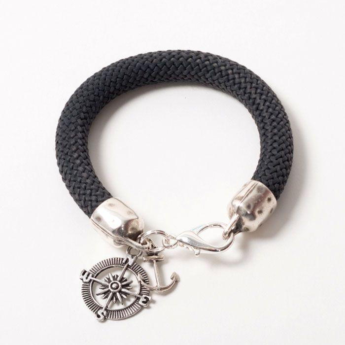 Dickes Armband mit Segelseil (Durchmesser 10 mm) und Metallanhängern für echte Seemannbräute.