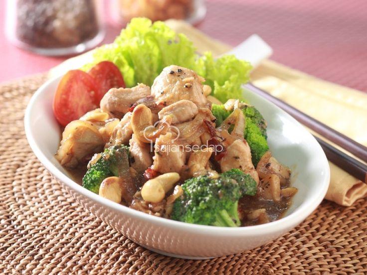 Resep Cah Ayam Brokoli Kacang Mede bisa dibilang sajian lengkap dan bergizi. Di dalamnya ada daging dan sayur sekaligus, lo. Jadi, dengan satu menu ini saja sebenarnya sudah cukup untuk makan malam.