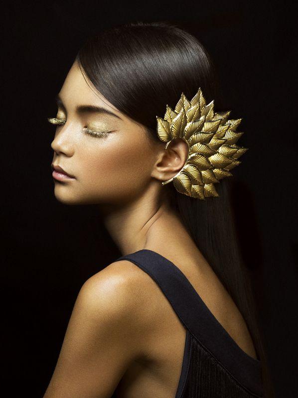 Make-up / Pentax 645D by White Room Studio, via Behance   Portrait - Glam - Fashion - Editorial - Photography - Pose Idea / Inspiration
