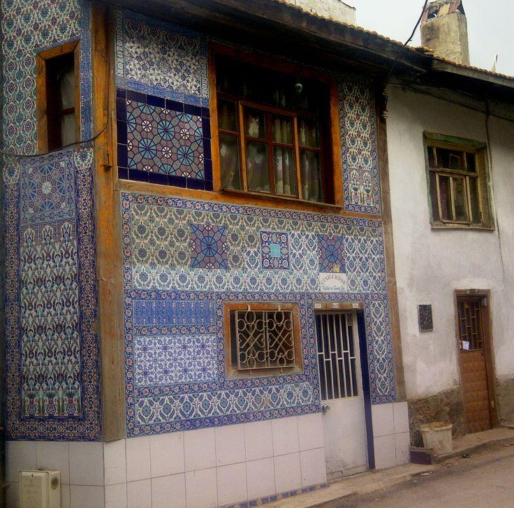 Kütahya tarihi mahallede çini kaplamalı bir ev
