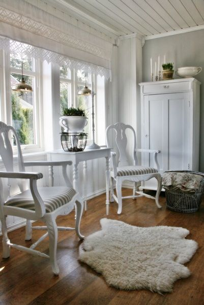Charming cottage tour - love the whole house and so does the wifey--eclecticallyvintage.com