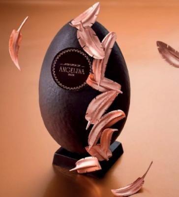 Angelina - L'oeuf Plume tout en chocolat garni de 150 g de friture. Tarif : 29€
