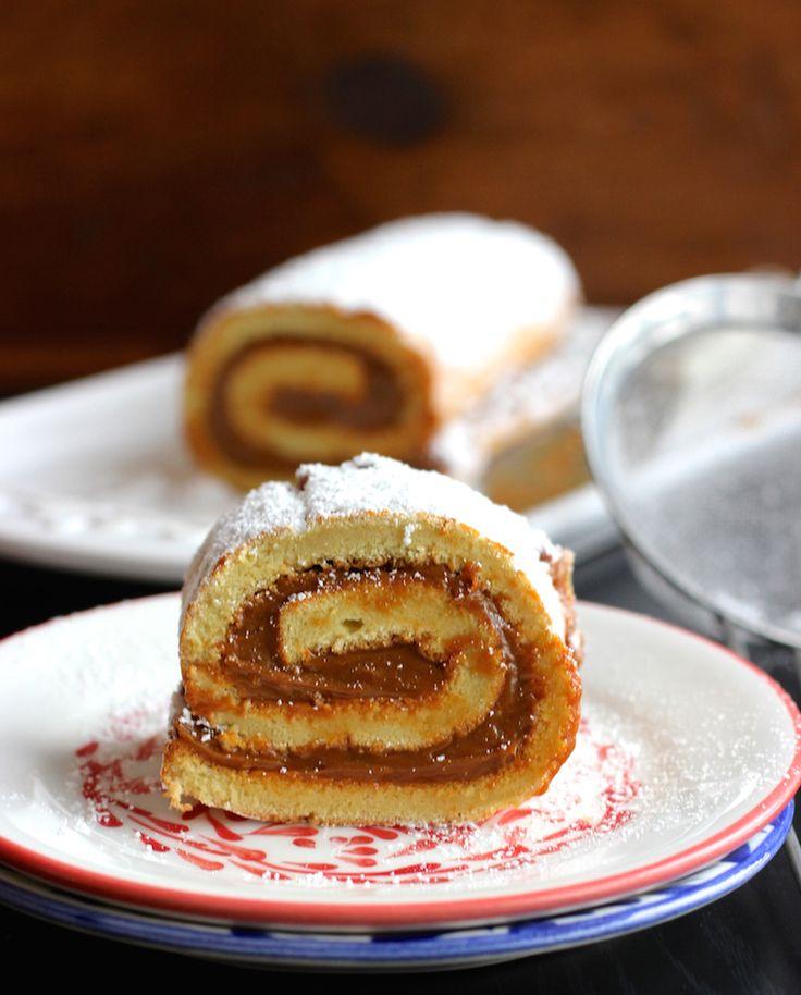 Pionono de Arequipe (Dulce de Leche Cake Roll) |mycolombianrecipes.com