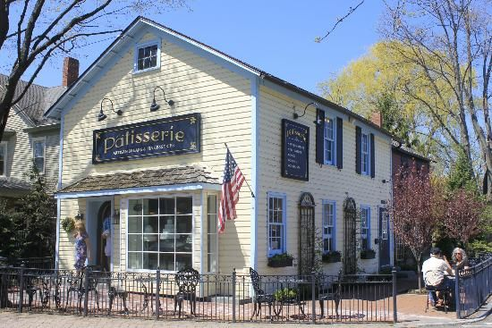 Patisserie in Skaneateles, NY - artisan breads, fine pastries, specialty cookies and pies as well as traditional holiday baked goods.