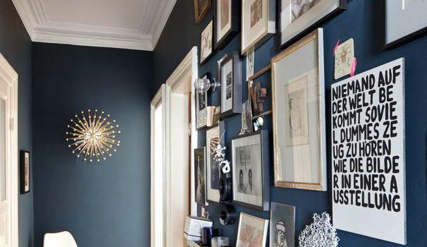 Une fois relookés, réinterprétés ou réaménagés, les couloirs deviennent des lieux de vie, aussi fonctionnels que décoratifs. Alors, dites adieu aux coins sombres et aux endroits inutilisés, avec notre sélection pour décorer et aménager votre couloir avec goût.